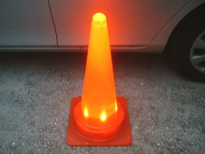 画像3: LEDライトコーン(光るコーン) 10本セット LED内照器+コーン