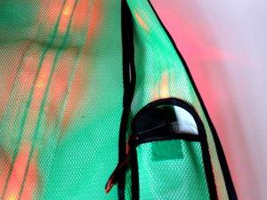 画像4: 赤色LED16個点滅 夜光チョッキ 6cm幅 グリーンメッシュ・シルバー反射(明るい)