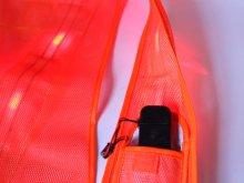 他の写真3: 赤色LED16個点滅 夜光チョッキ 6CM幅 オレンジメッシュ・イエロー反射(明るい)【背面 台形反射シート付き】