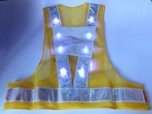他の写真1: 青色LED16個点滅 夜光チョッキ 6CM幅 イエローメッシュ・シルバー反射(明るい)【背面 台形反射シート付き】