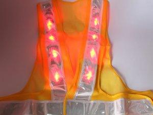 画像2: 赤色LED16個点滅 夜光チョッキ 6cm幅 黄メッシュ・シルバー反射(明るい)
