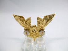 他の写真1: 帽章 鳥と剣 金